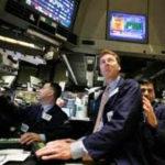 Доллар укрепился после публикации данных об объеме заказов на товары длительного пользования